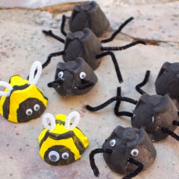 Eggcartonbugs_lesliemanlapig_eggcartoncrafts_redtricycle