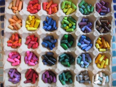 Organize-crayons-egg-cartons-768x576-3
