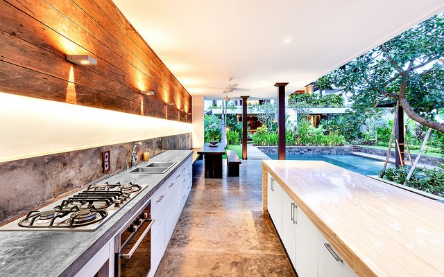 Outdoor-kitchen