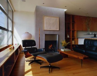 Living-room-with-eames-lounger-turned-away-from-the-view-outside