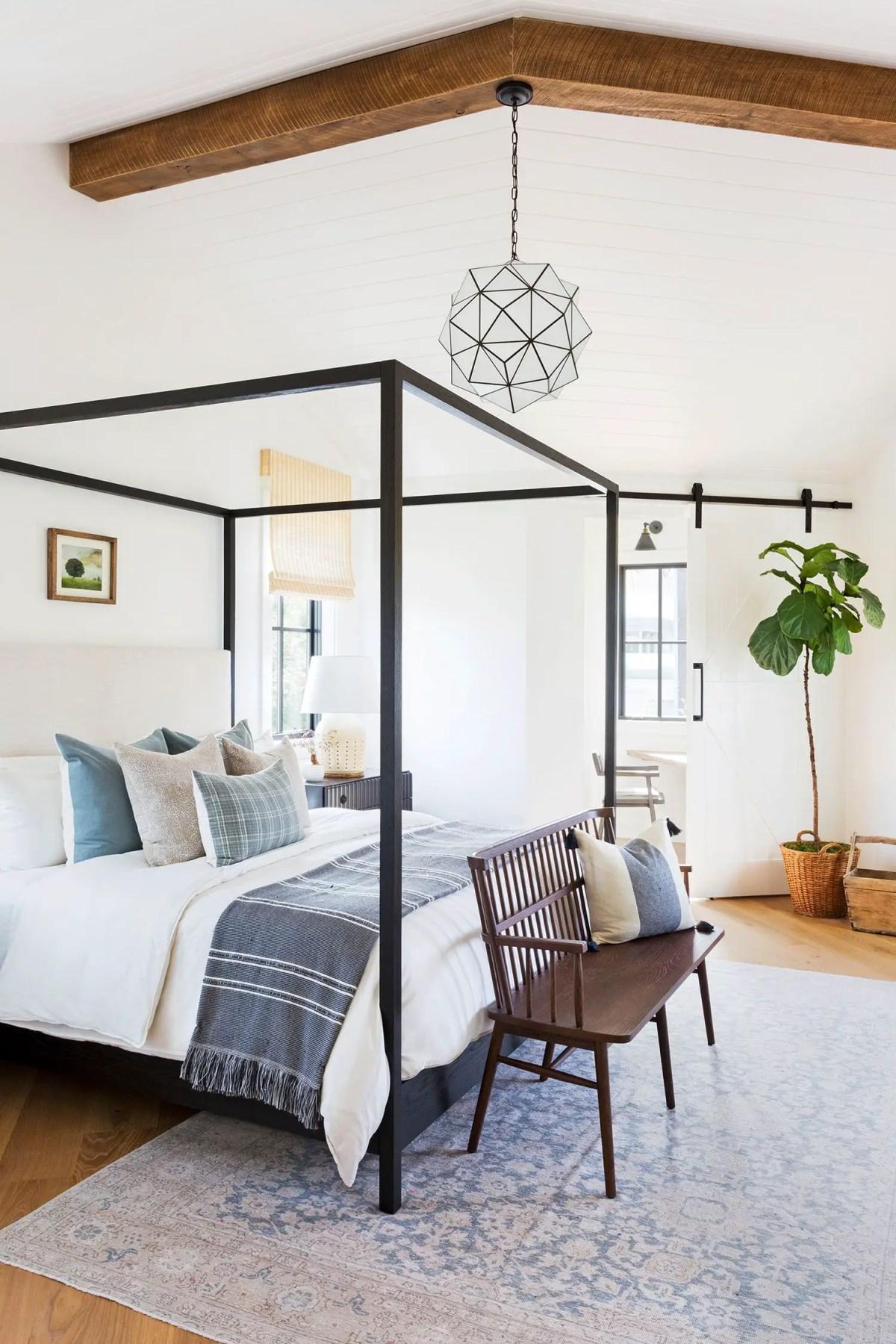 Bedroom-ideas-wood-bench-1603907211