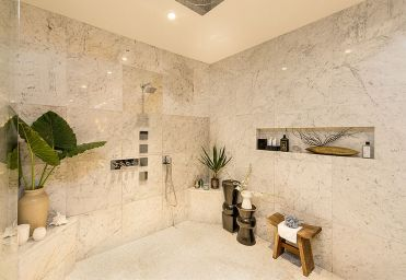 1-bring-the-tropical-flavor-to-this-bathroom