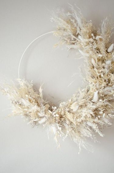 2-an-ethereal-and-natural-wreath-made-of-pampas-grass-and-dried-flowers-in-neutrals-is-very-beautiful