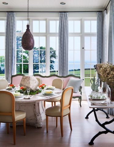 20-fantastic-traditional-dining-room-interiors-that-sparkle-with-elegance-12