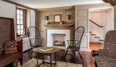 Family-room-with-iconic-chairs
