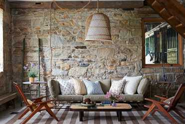 Stacked-stone-walls-for-living-room