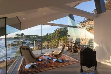 Sunroom-fornisce-e-spazio-per-relax-e-riflessione-mentre-guardi-la-costa-attrezzata