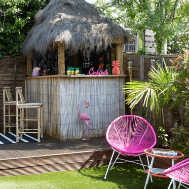 Rifacimento-giardino-tropicale-con-tiki-bar-4-920x920-1