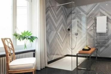 Idee-cabina-doccia-design-bagno-moderno-pareti-in-vetro-piastrelle-moderne
