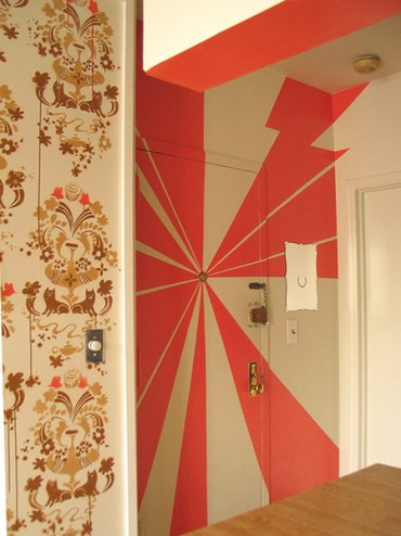 Decorating-doors-with-stencils-1