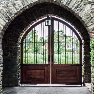 Vintage-beautiful-driveway-gate-design-idewas