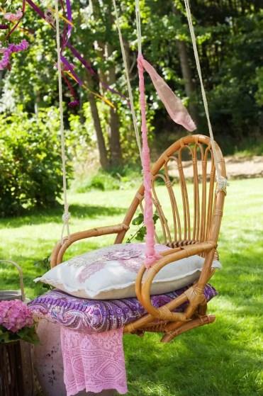 07-repurposed-old-chair-ideas-homebnc