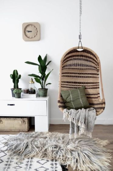08-striped-wicker-chair-suspendedin-a-living-room-makes-the-ambience-relaxing