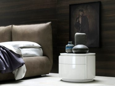 1-yndro-bedside-table-by-silenia-900x675-1