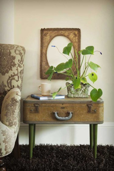 1-to-reuse-old-suitcases-in-home-decor-9