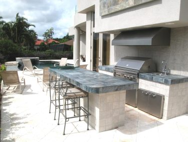 Outdoor-kitchen-with-dynamic-style-and-harmonious-appearance