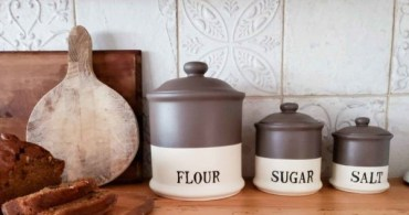 Farmhouse-kitchen-canisters-600x423-1