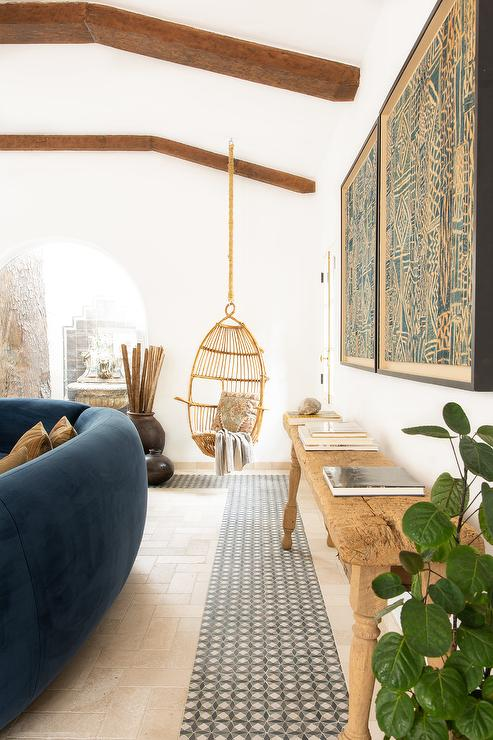 Hanging-rope-rattan-chair-in-living-space