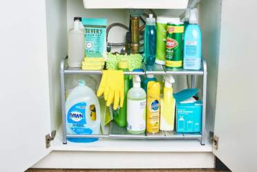 K_photo_lifestyle_2019-09-brilliant-ways-to-organize-all-of-your-cleaning-supplies_tk-brilliant-ways-to-organize-all-of-your-cleaning-supplies_106