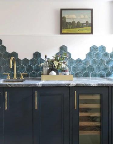 Kitchen-backsplash-irregular-edge-hexagonal-tile