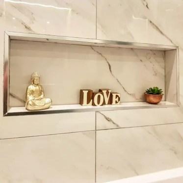 Light-tiles-bathroom-recessed-shelves-suburban_bliss_