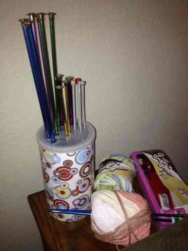 Store-knitting-needles-in-oatmeal-canister-750