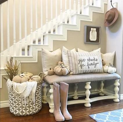 Farmhouse-fall-foyer-decor.-i_heart_home_design-via-instagram