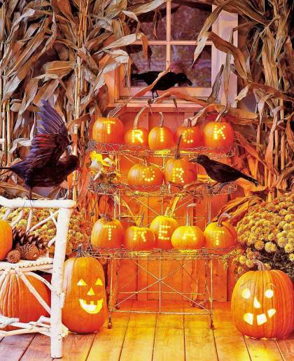 Front-porch-outdoor-halloween-decorating-ideas-24
