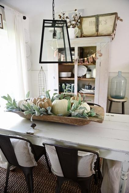 Rustic-fall-decor-in-a-bread-bowl-min