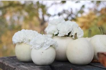 Thanksgiving-fall_-autumn_-white_-pumpkin_-centerpiece_-and_-decorating_-ideas__56