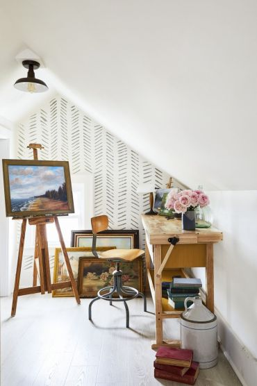 Accent-wall-ideas-patterned-wallpaper-1582140542