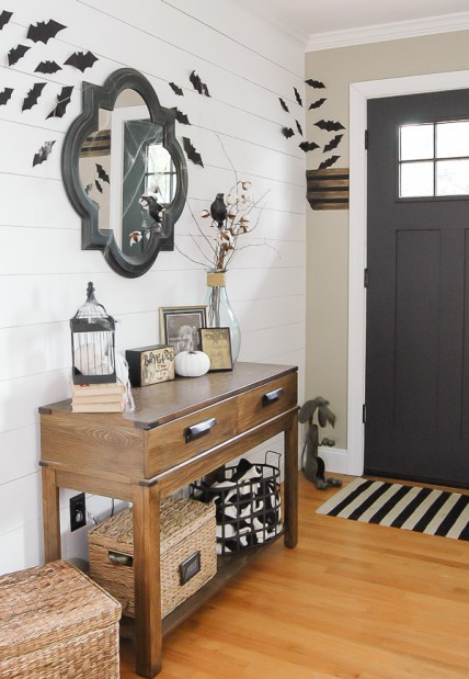 Awesome-halloween-entryway-with-farmhouse-style
