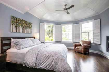 Bedroom-with-white-shiplap-tray-ceiling