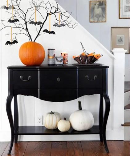 Chic-halloween-entryway-table-design