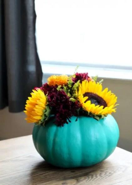Cool-diy-pumpkin-vase-centerpiece-3-500x700-1