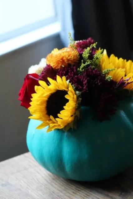 Cool-diy-pumpkin-vase-centerpiece-5-500x750-2