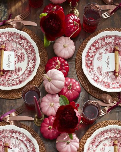 Elegant-thanksgiving-table-setting-and-decoration