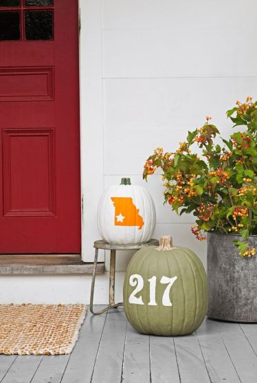 Fall-decorations-house-number-pumpkin-1625864070