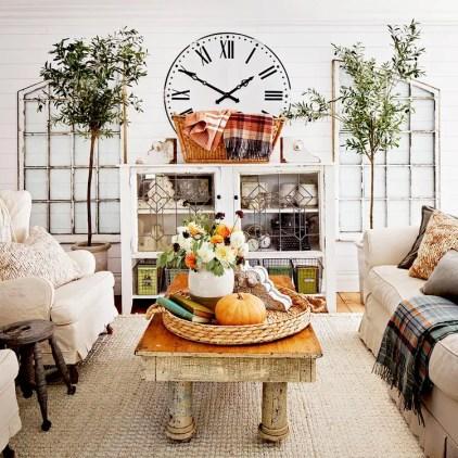 Farmhouse-living-room-decor-ideas-table-centerpiece