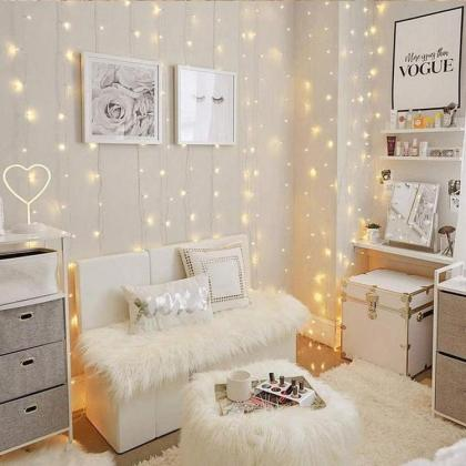 Teen-bedroom-ideas-wall-decoration-with-fairy-lights