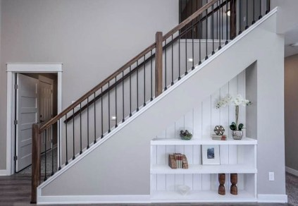 Under-stairs-niche-with-shiplap-and-decor