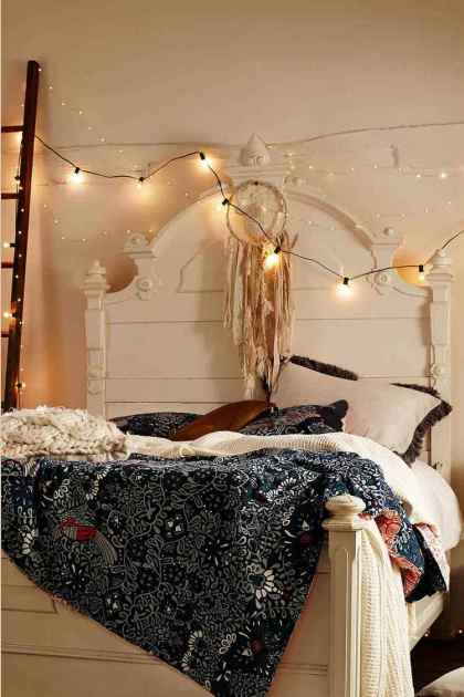 1-bedroom-decoration-with-string-lights-artistic-atmosphere