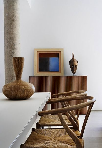 16-rattan-dining-chairs-and-an-african-vase-for-decor