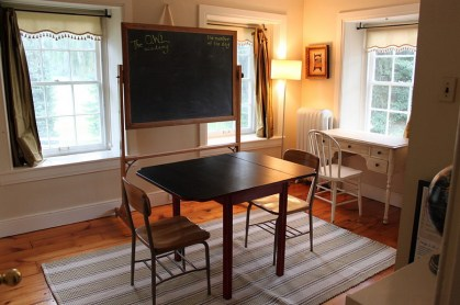 A-simple-chalkboard-for-the-farmhouse-style-office