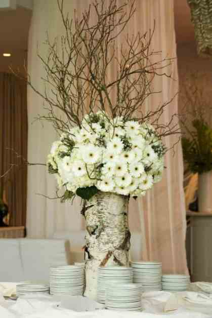 Add-glamour-and-rustic-vibe-with-tree-stump-vases-homesthetics-8