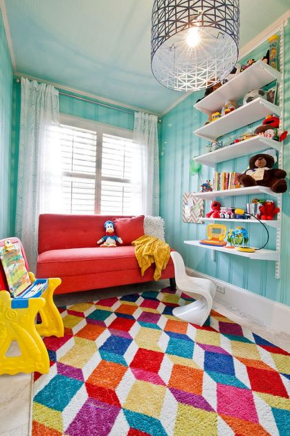 Attractive-rug-design-breaks-the-visual-monotony-of-the-kids-room
