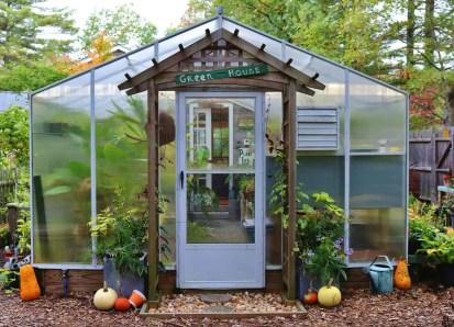 Awesome-backyard-greenhouse-design-ideas-00007-1-kindesign