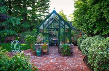 Awesome-backyard-greenhouse-design-ideas-04-1-kindesign