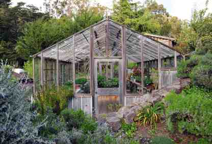 Awesome-backyard-greenhouse-design-ideas-15-1-kindesign