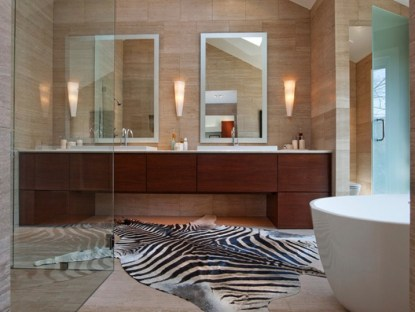 Marvelous-leopard-bath-rug-combined-with-wooden-vanity-unit-and-glass-shower-room-718x539-1